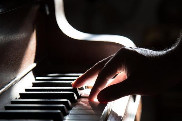 浅谈钢琴与电子琴的区别!